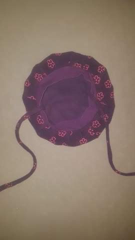 Leichte hübsche violette Fleecemütze gr.51