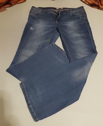 Jeans mit breiten Beinen