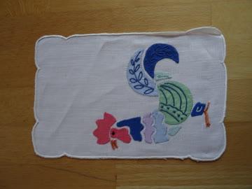 Zier-Decke, klein - mit Hahn, appliziert