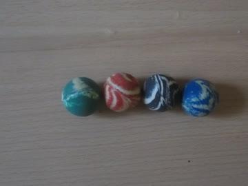 vier kleine bälle