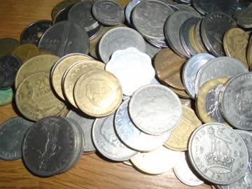 200 ausländische Münzen - Wert unbekannt