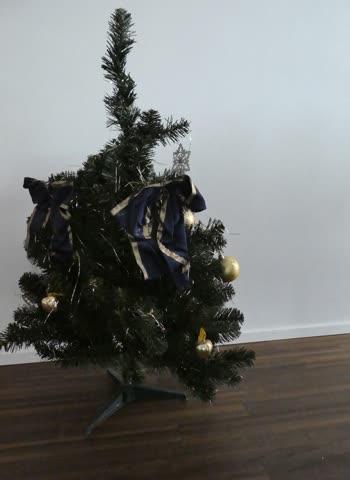 Künstlicher Tannenbaum 1m hoch, geschmückt
