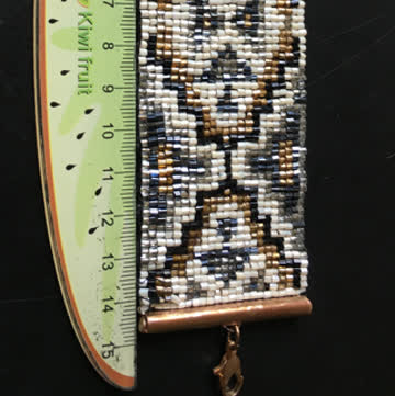 Breites Perlenarmband