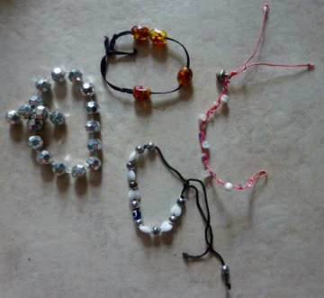 4 Armbänder für Mädchen