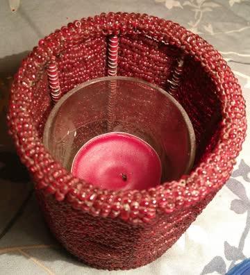 Hübscher roter Kerzenhalter