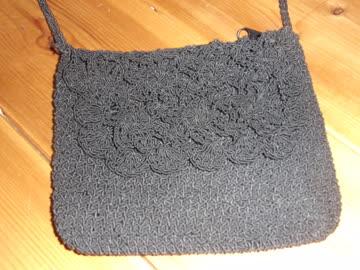 Süsse kleine schwarze Handtasche gehäkelt