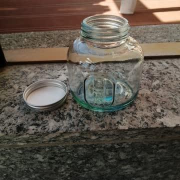 Glas mit Schraubverschluss