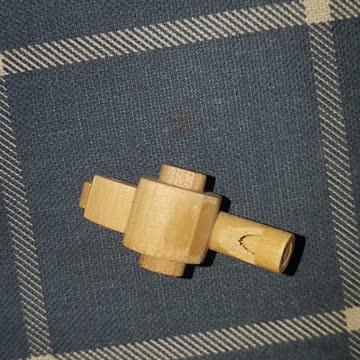 Kleine Vogelpfeife aus Holz