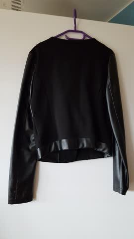 Coole Jacke mit Kunstledereinsätzen