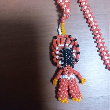 Perlenkette gehäkelt mit Indianer