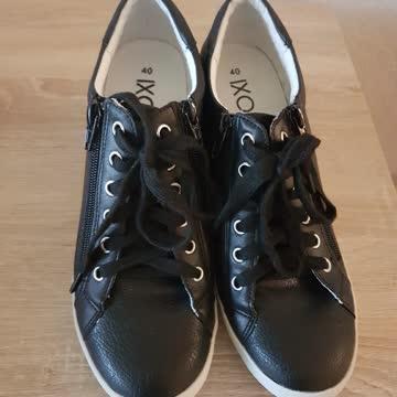 1paar Schuhe
