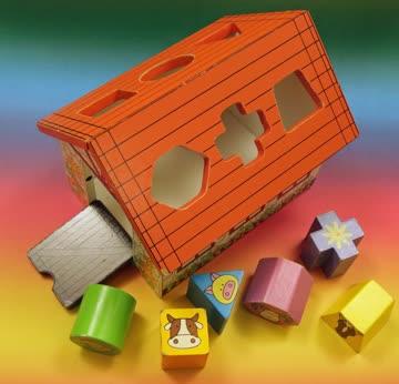 """Kleinkinder Spielzeug """"Hölzerne-Formen-Sortier-Stall"""""""