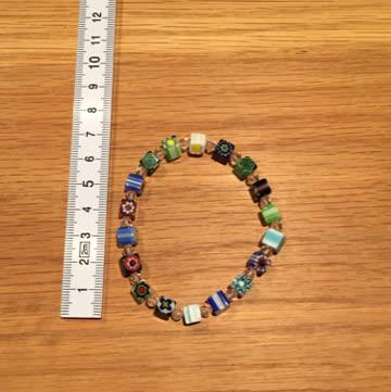 Buntes verspieltes Glas-Würfel-Armband