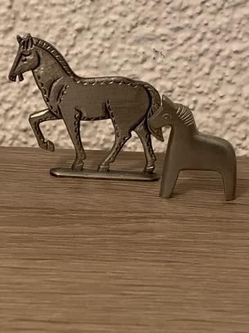 2 Pferde Figuren