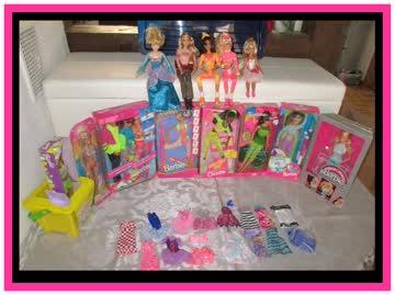 4 Barbie Pakete mit Puppen Kleider Auto Pferde und viel mehr