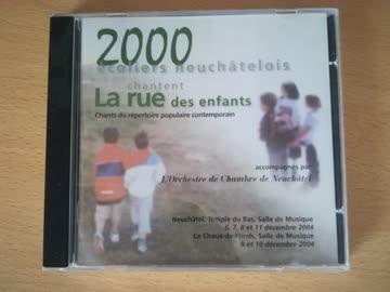 2000 écoliers neuchâtelois chantent La Rue des Enfants