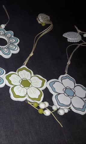 Blumen aus Holz als Fensterschmuck oder zum Basteln