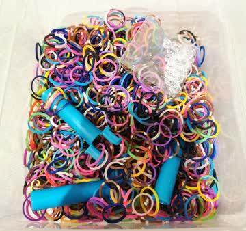 Rainbow Loom Gummis mit Verschlüssen und blaue Loomer