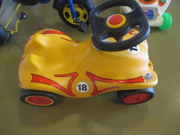 Gelber Bobby Car