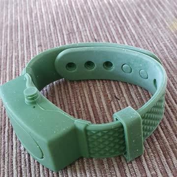 Armband für desinfizierendes Gel