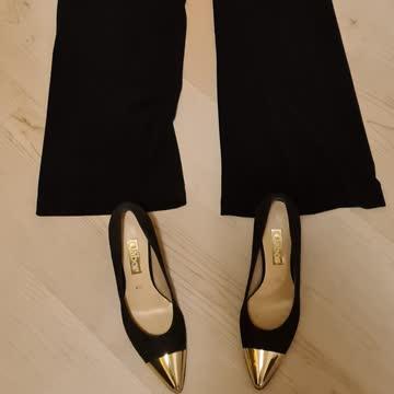 Overall mit passenden Schuhen