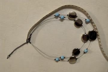 Kette silberfarbene Steine, hellblaue Perlen