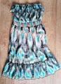 Trägerloses Kleid mit Unterrock