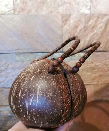 Echte Kokosnusshandtasche von Anguilla