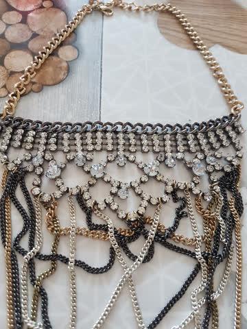 Schöne Halskette