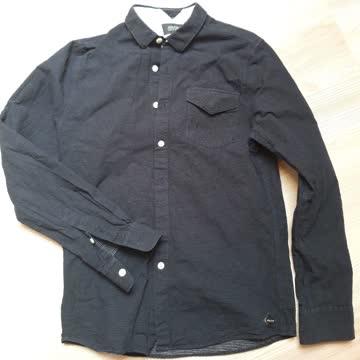 Dunkelblaues Hemd mit weissen Punkten von Volcom
