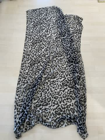Damenschahl /Halstuch Leoparden muster Farbe Grau