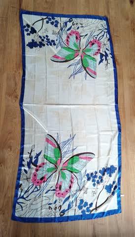 schöner, leichter Schal mit Schmetterlinge in blau