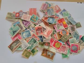 über 100 alt-gemischte Schweizer-Briefmarken