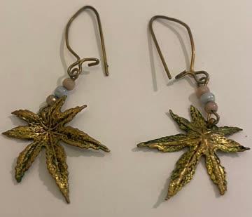 2 x Hängende Ohrringe golden/ Modeschmuck