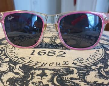 Getragene Sonnenbrille