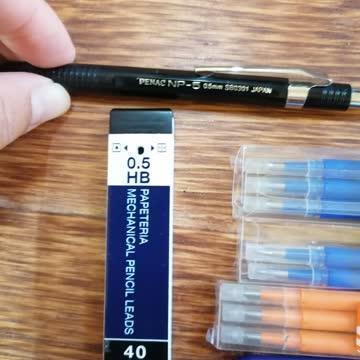Kugelschreiber und Bleistift und Füller dazu