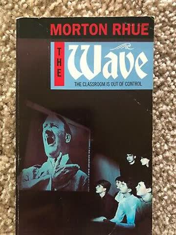The Wave. The Classroom is out of Control. (Puffin Teenage Fiction)