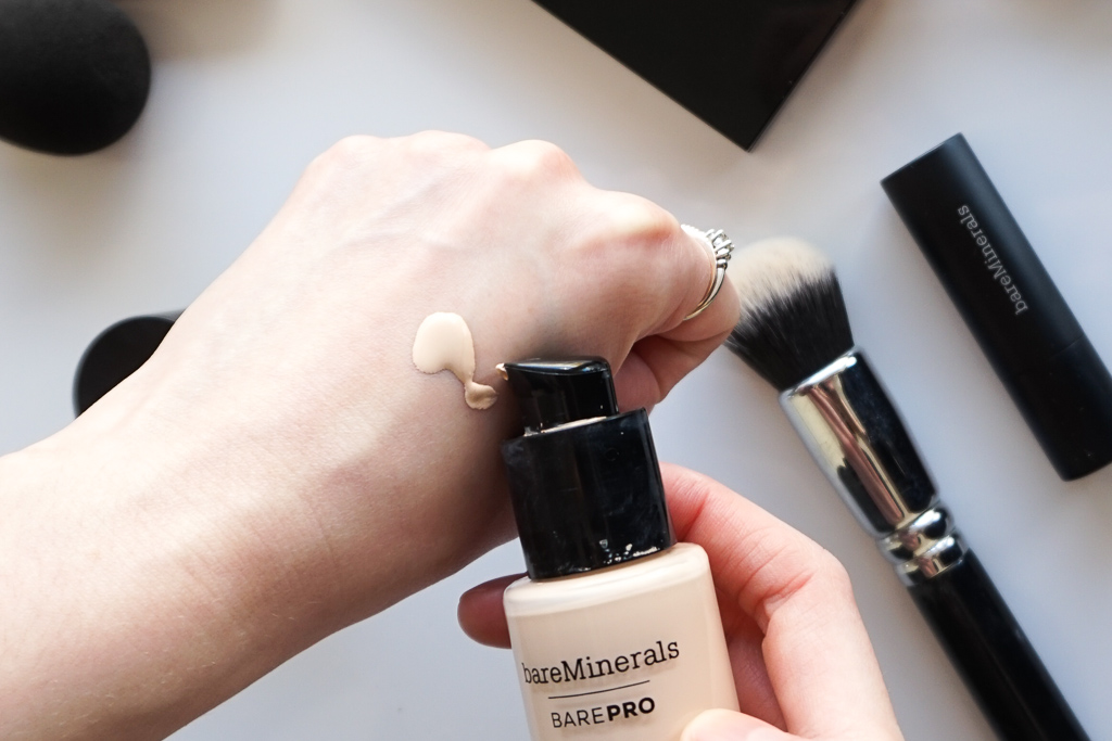 BareMinerals BarePRO make-up recenzia review swatches 01 Fair