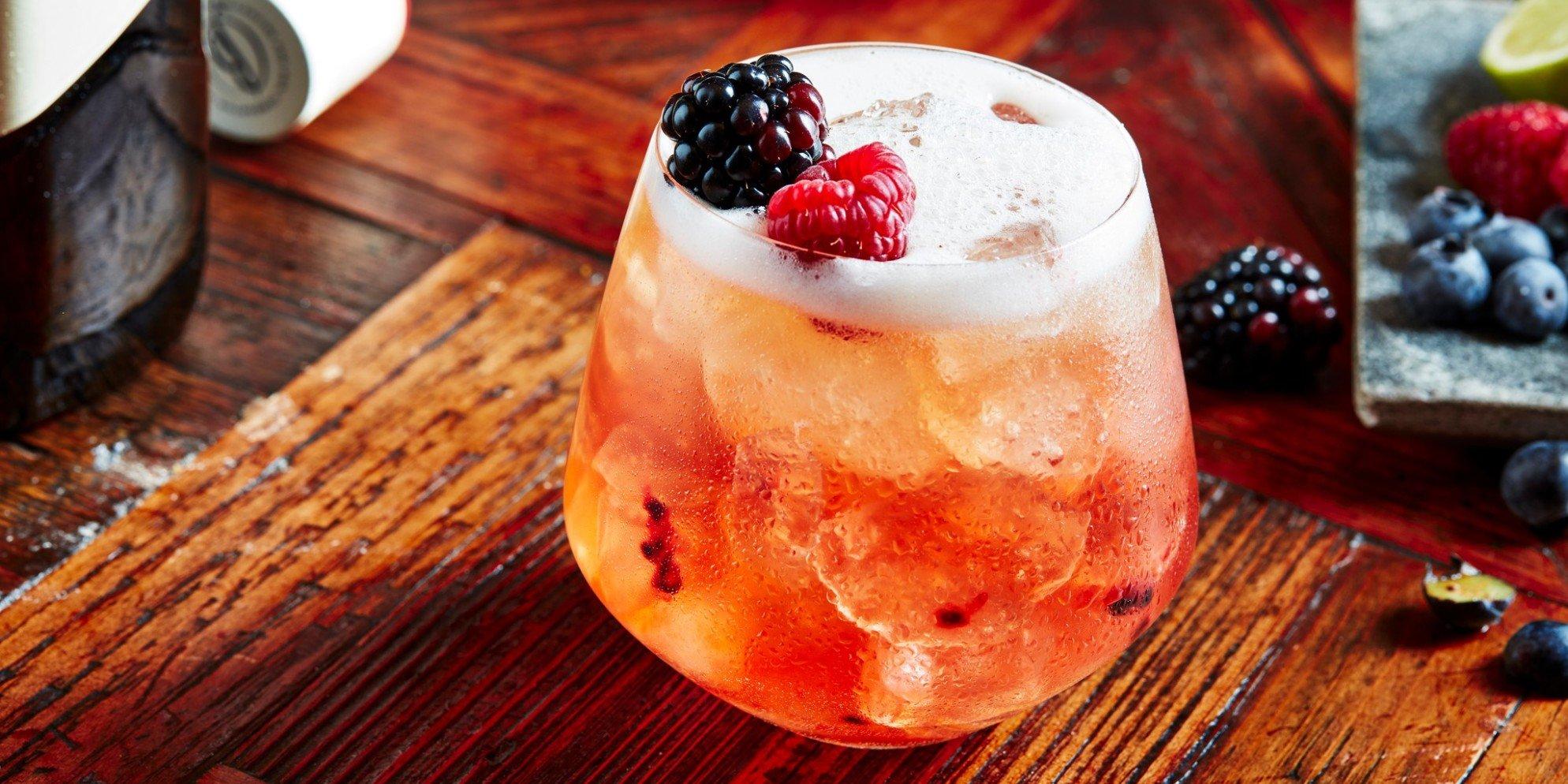 Cócteles de whisky | Stay Berry | Verano | Ballantine's