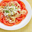 Tomatisalat ja kodujuustusalsa