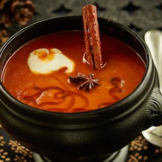 Maitsestatud tomati-bataadisupp