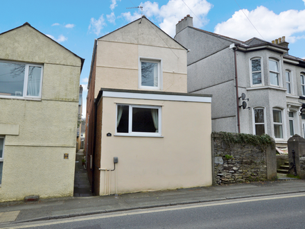 Detached Property with 2 Flats (Freehold Building)