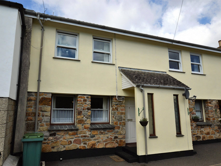 **ONLINE AUCTION** ONE BEDROOM GROUND FLOOR FLAT, PARKING SPACE