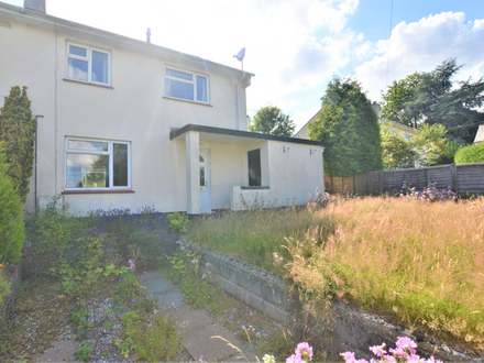 *FAMILY HOME IN SOUGHT AFTER AREA IN NEED OF FULL REFURBISHMENT*