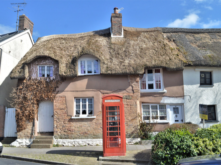 Picturesque Cottage In Popular Town Centre Location!