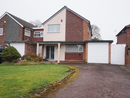 THREE BEDROOM DETACHED HOUSE IN DESIRED LOCATION REQUIRING SOME MODERNISATION