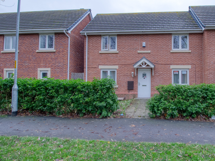 3 Bed End Terrace with fantastic rental potential