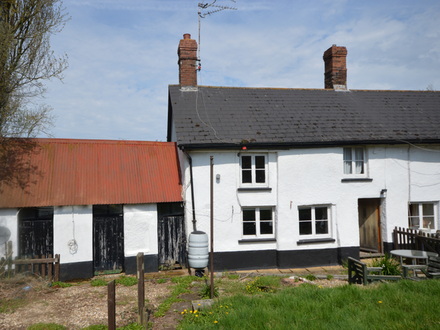 Attractive Grade II Listed End Terraced Character Cottage