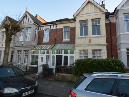 AMAZING OPPORTUNITY TO PURCHASE THIS STUNNING PERIOD HOME AND SELF CONTAINED FLAT