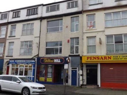 ***  Online Auction Listing *** A vacant 2nd floor flat, ideal for investors.